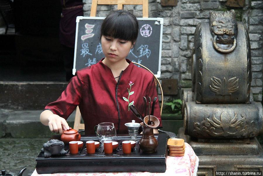 мастер чайных церемоний девушка