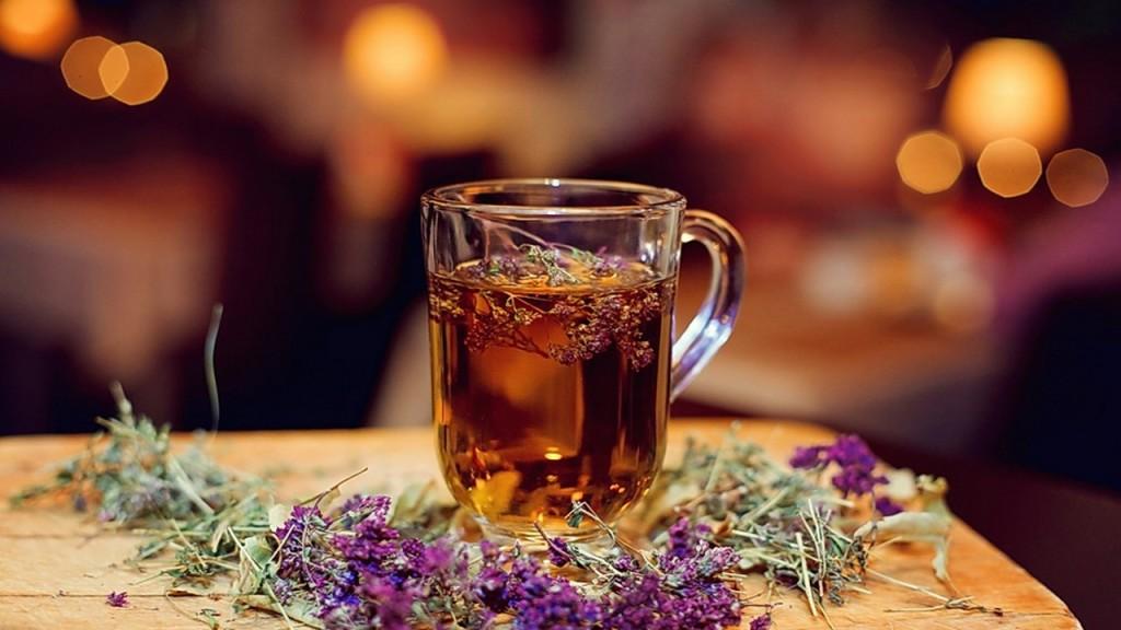 чашка чая с чабрецом