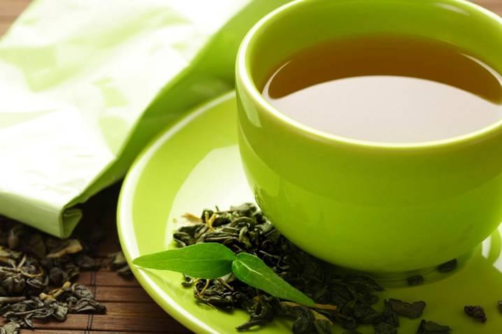 зеленая чашка с чаем