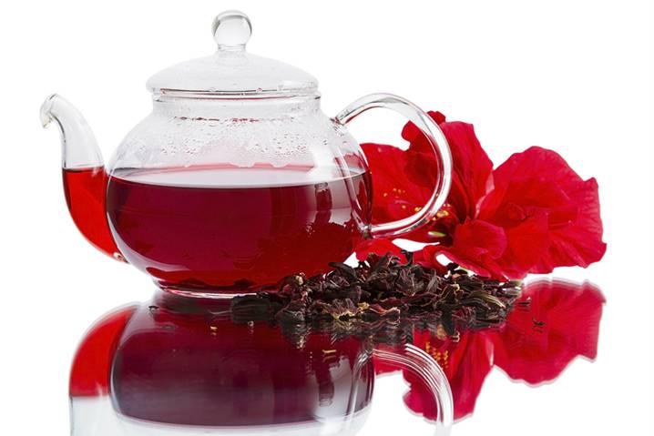 заварочный чайник с красным напитком