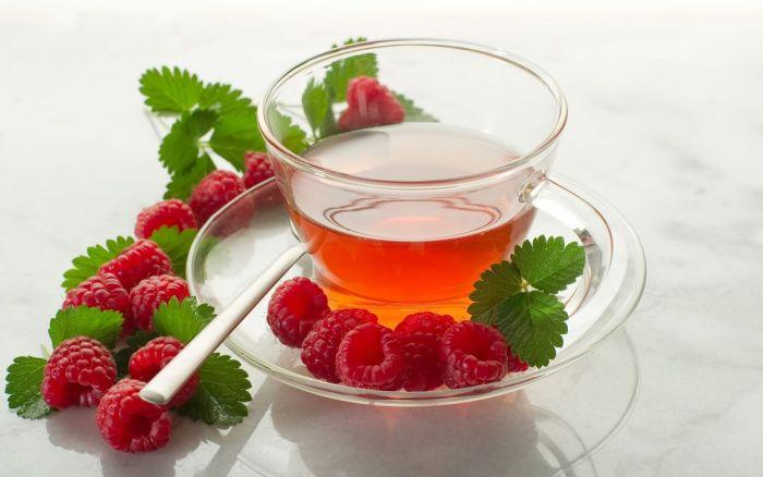свежая малина с чаем