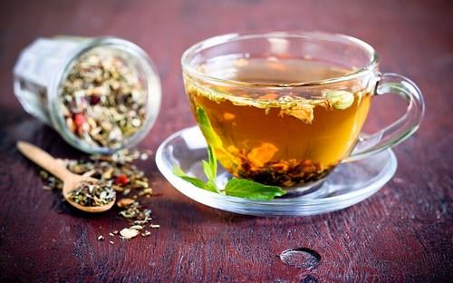 чашечка чая заваренного на траве