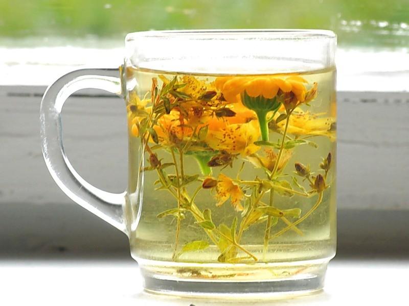 кружка с чаем из трав