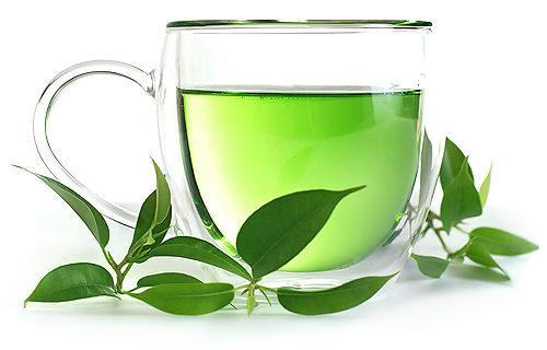 чашка зеленого напитка