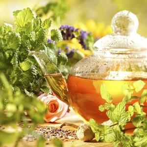 чайник с травяным чаем