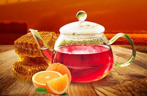 красный напиток с лимоном