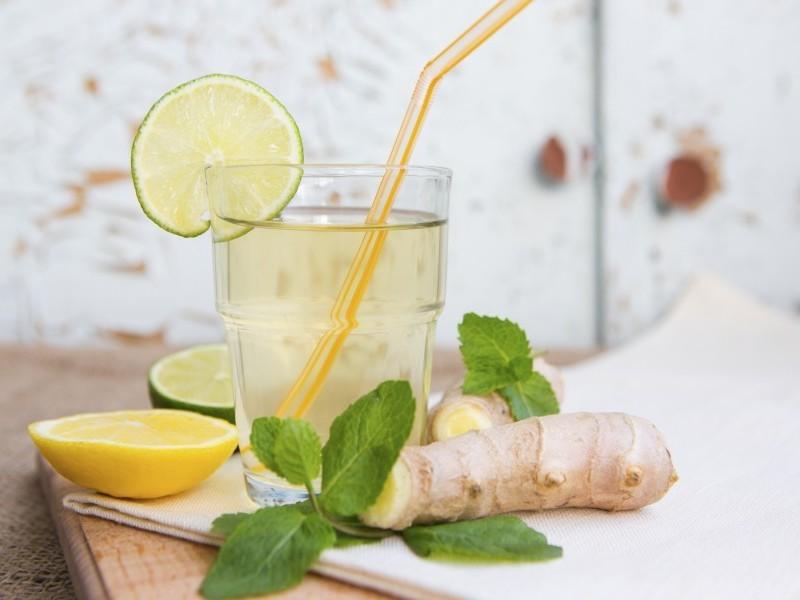 корень имбиря с лимоном